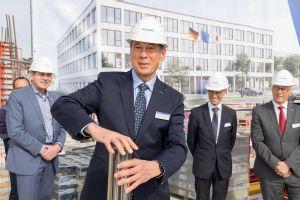 Yaskawa legt den Grundstein für die neue Europazentrale in Hattersheim