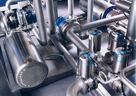 Serie: Hygienepumpen in der Pharmaproduktion / Teil 2: Frequenzumrichter: Extern oder integriert?